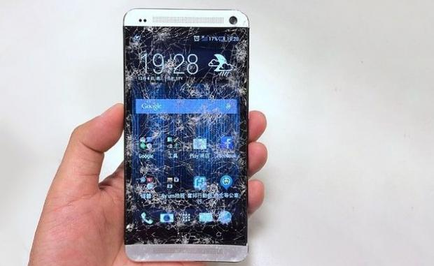 35506_1_htc_will_begin_replacing_some_shattered_phone_screens_for_free