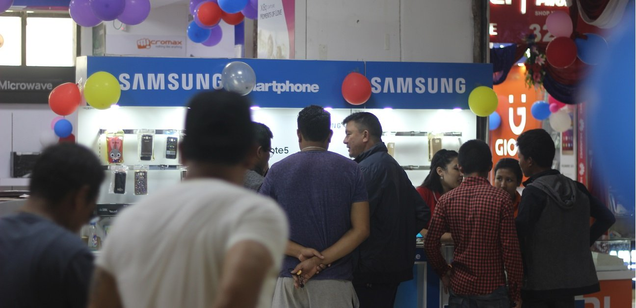 samsung-at-lalitpur-complex-mobile-expo