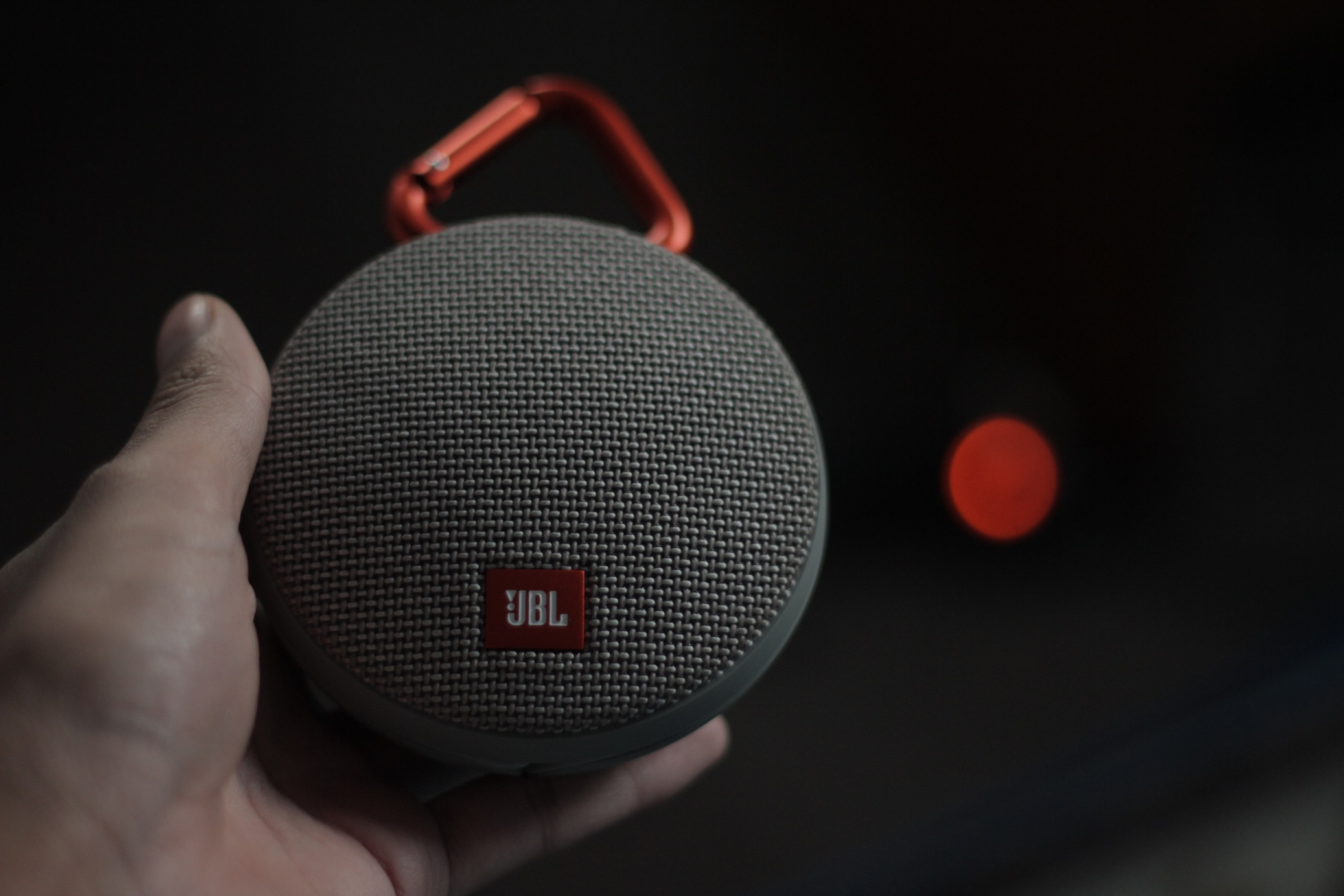 Jbl Clip 2 Review Best Portable Bt Speaker Gadgetbyte Nepal Bluetooth Grey There Are Five Different Control Buttons Along The Edge They Like Small Indents That Make It Easier To Find Even In Dark