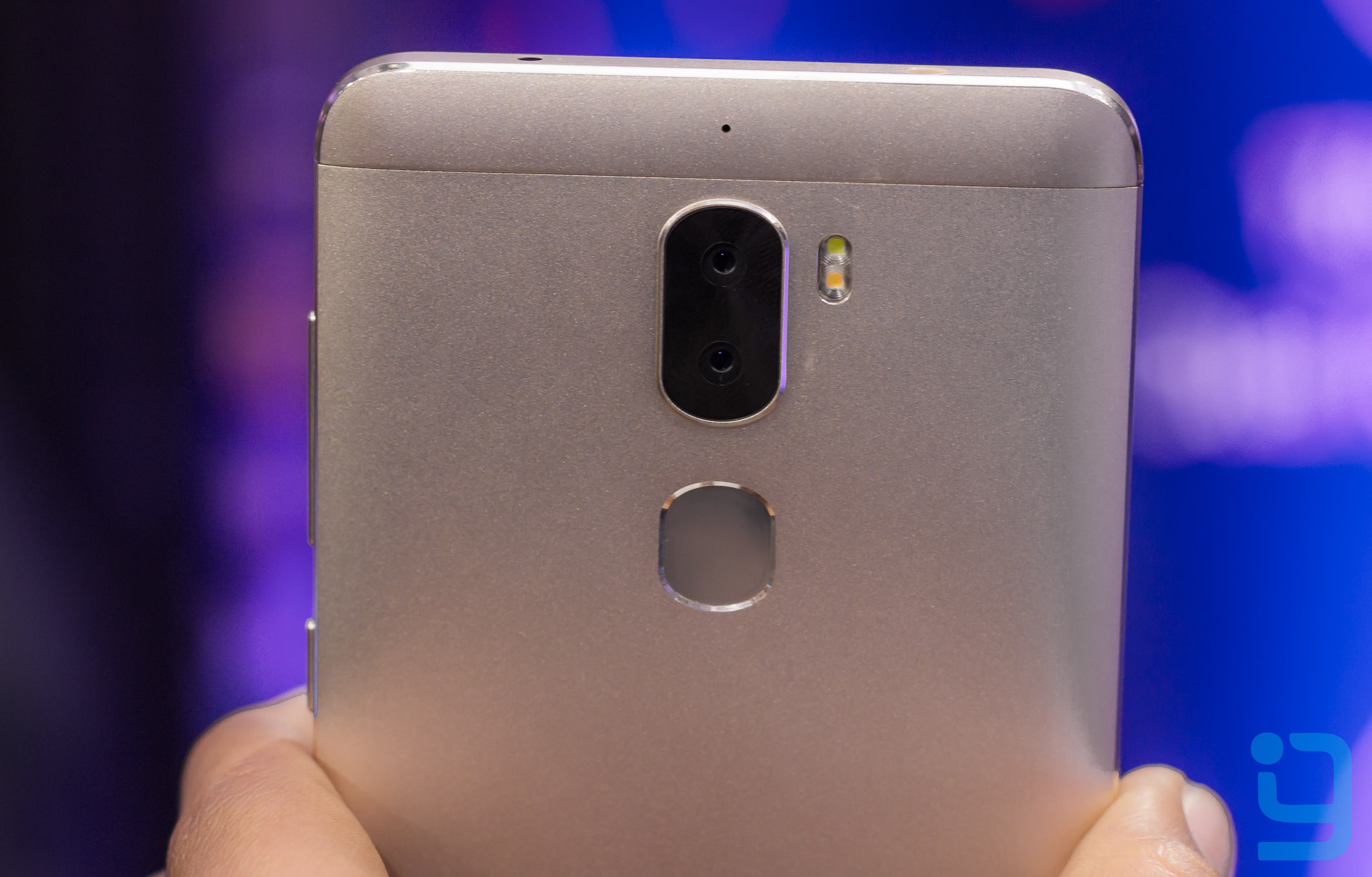 The first 13MP sensor on the Cool 1 handles color while the second 13MP sensor takes care of depth detail and brightness