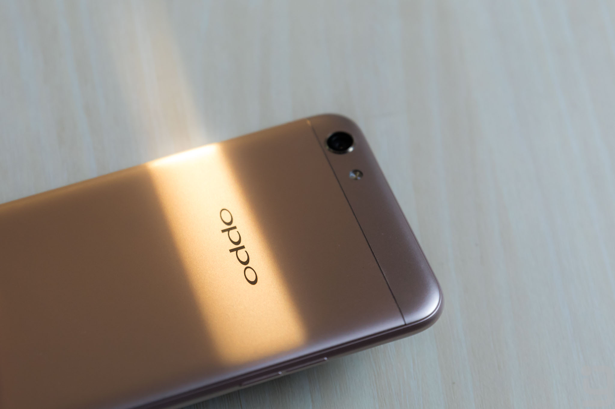 Oppo F3 Design Review