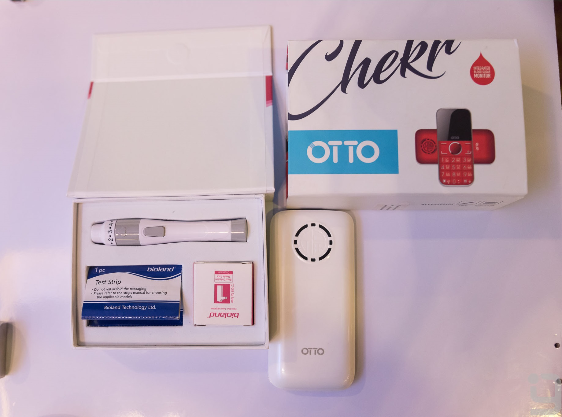 Otto Chekr Bar phone