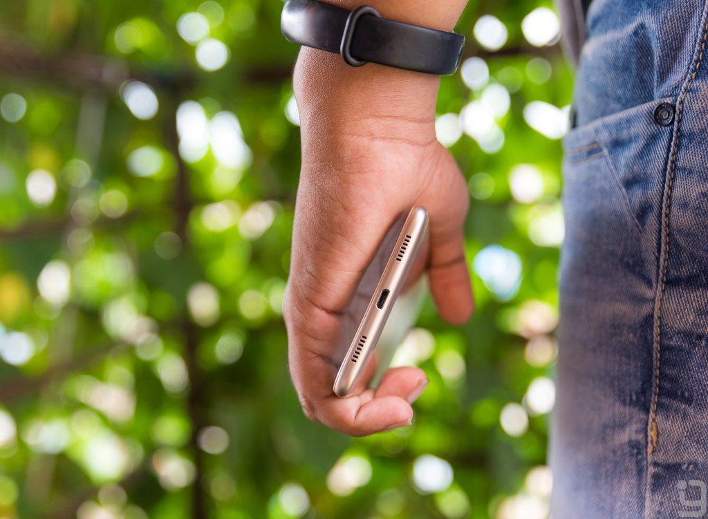 Huawei Y7 Prime in Hand