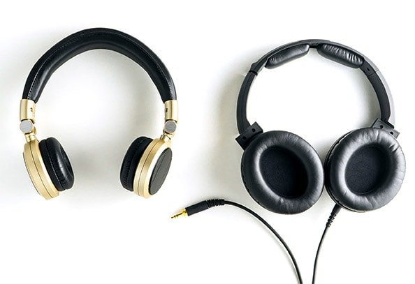 wired headphones vs wireless headphones - Things to consider while choosing headphones