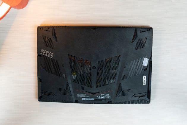 MSI GE63 Raider RGB 8SF Bottom