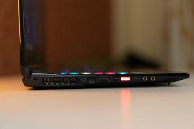 MSI GE63 Raider RGB 8SF Left ports