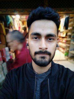 Xiaomi Redmi 7 Selfie Portrait 1
