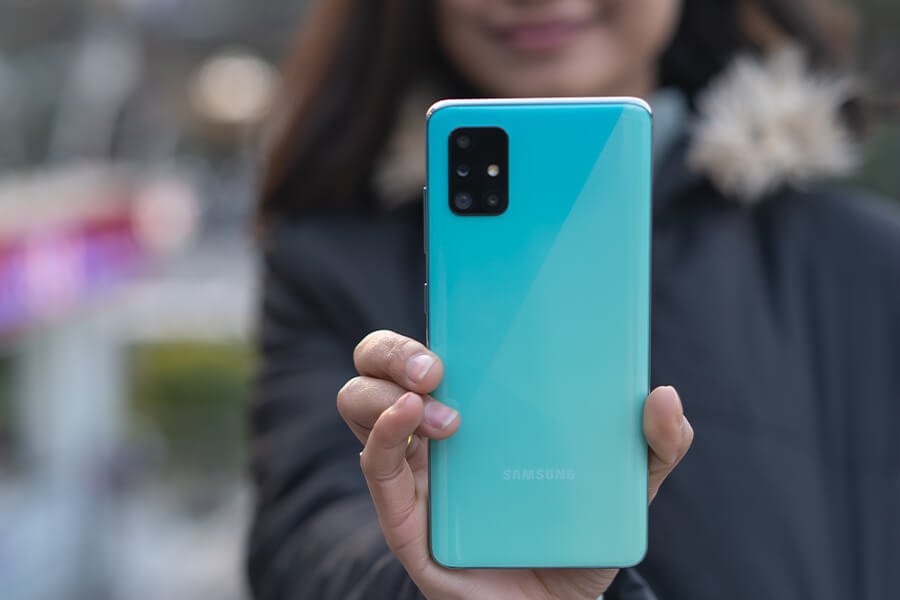 Samsung Galaxy A51 design in Blue