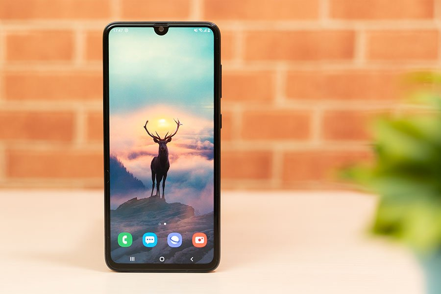 Samsung Galaxy A70s display Super AMOLED mutimedia phone big display