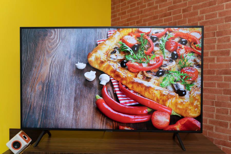 Samsung UA55RU7100R TV review design display