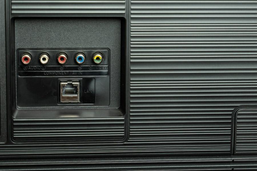 Samsung UA55RU7100R TV review ports 2