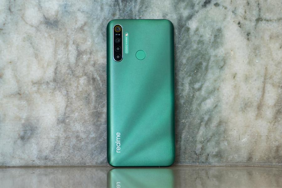 Realme 5i Design green color