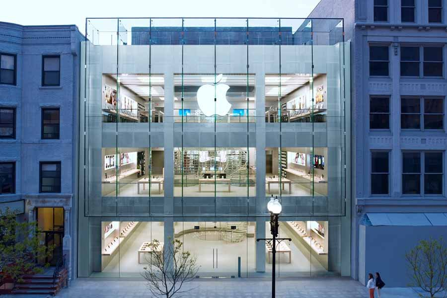 Apple Store (USA) COVID-19 smartphone industry