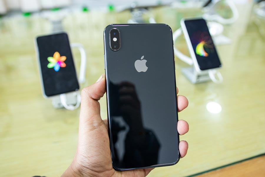 iphone Xs black color back