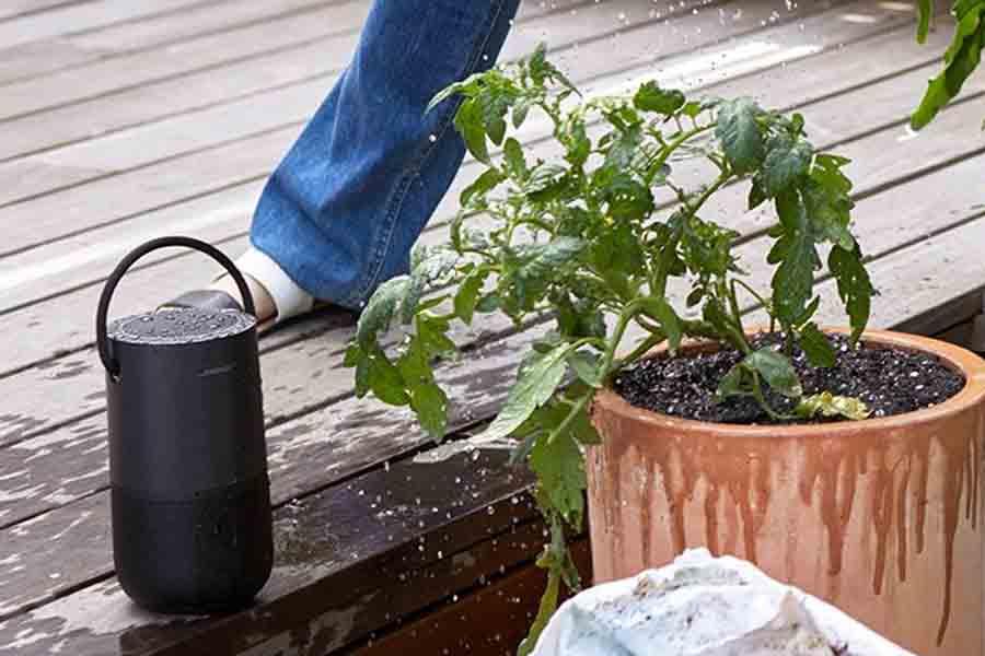 Bose portable home speaker water splash protection portability