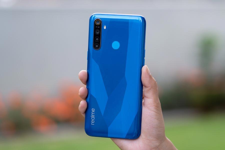 realme 5 design blue