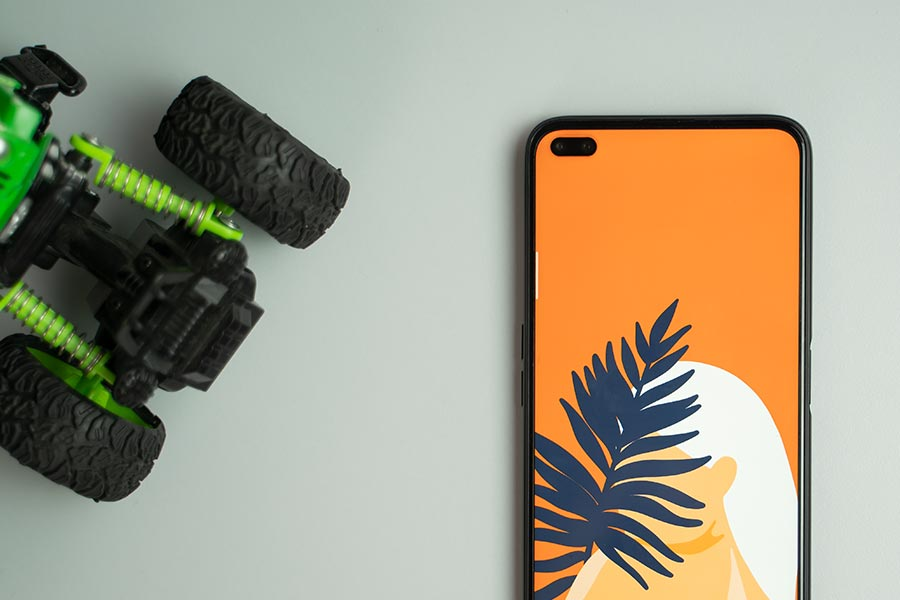 realme 6 pro dual punch hole display