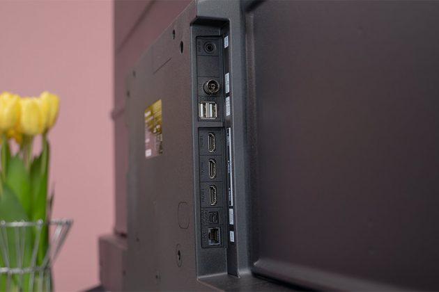 Panasonic TH-55HX750 Ports