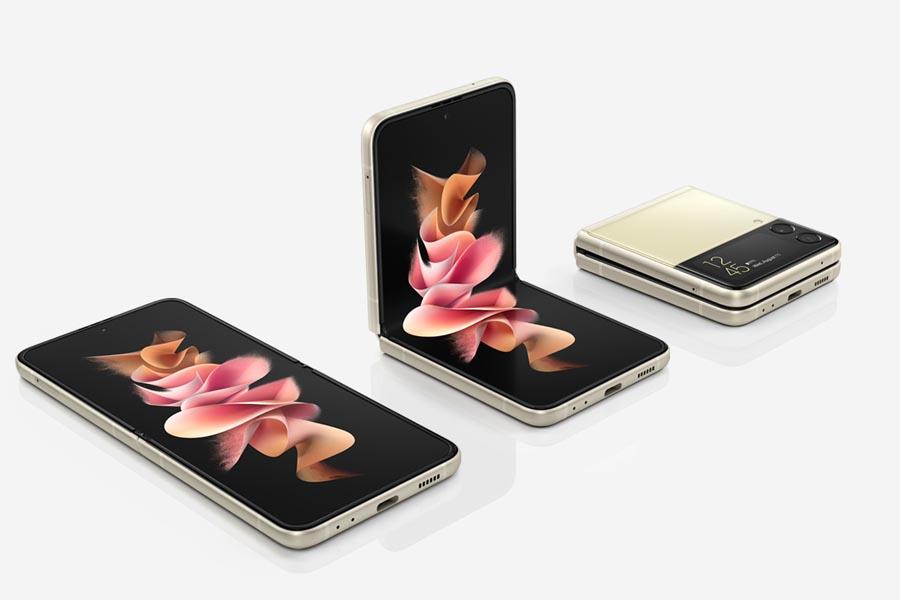 Samsung Galaxy Z Flip 3 Design and Display